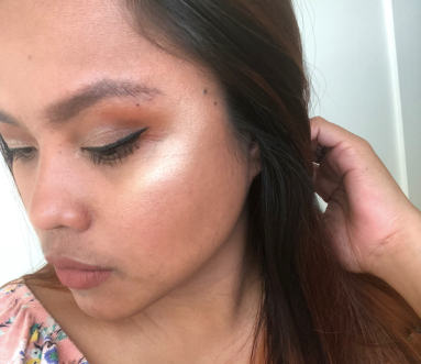 BeccaXChrissyTeigen Endless Bronze and Glow Selfie 2